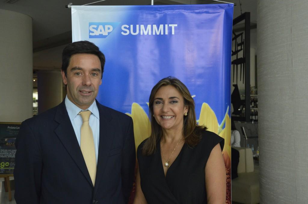 Pablo Signorelli, VP de Ecosistema y Canales de SAP Latinoamérica Norte y líder de ventas de SAP Venezuela y Raiza Morales, directora comercial de SAP para Venezuela.