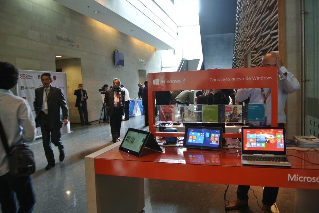 Microsoft aprovechó el evento realizado en la Cámara de Comercio de Bogotá para explicar a los visitantes las ventajas de su Windows 8.1