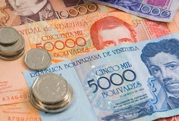 Entre otros asuntos, Maduro ha fijado el cambio del Bolívar con el dólar para todo el año. El asunto de la divisa está afectando mucho a la economía del país.