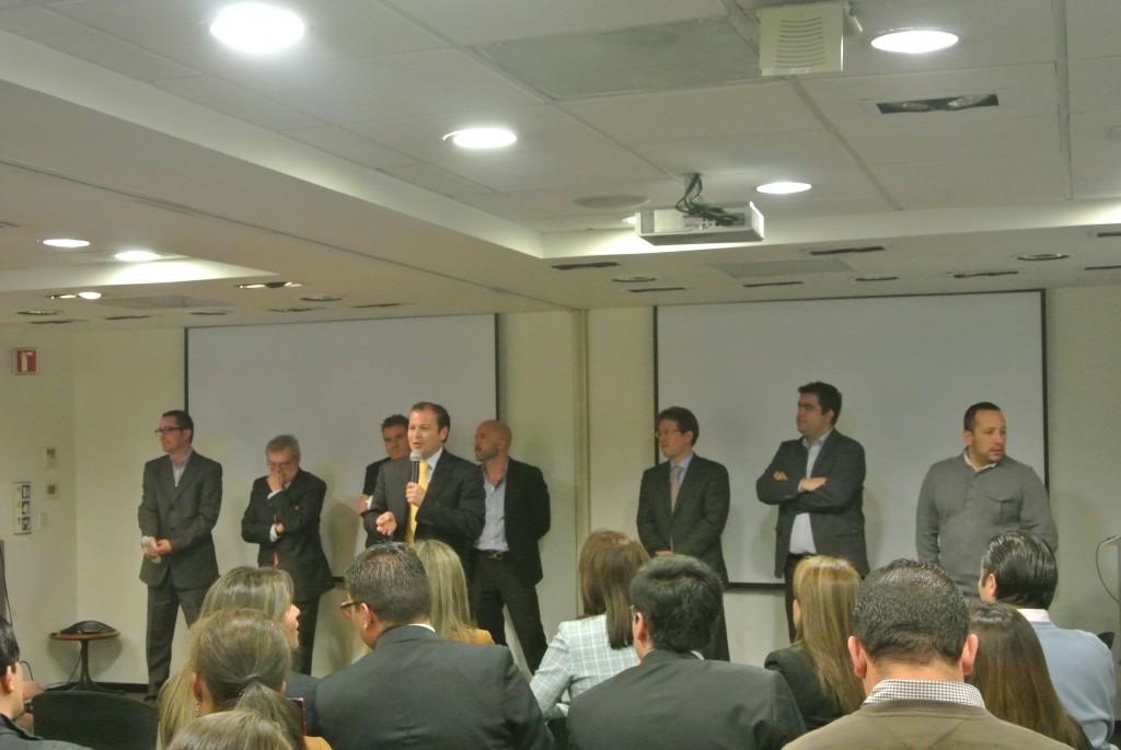 Los representantes de varias de las firmas de hardware más importantes reunidos esta mañana en las oficinas de Microsoft en Bogotá para anunciar la nueva iniciativa firmada con Panamericana para fomentar el uso de software legal.