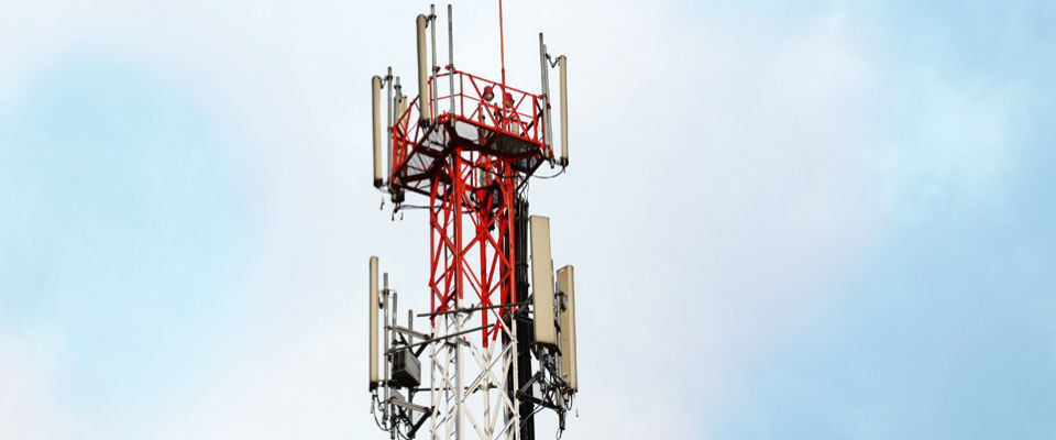 Antena que provee de servicios celulares a usarios colombianos