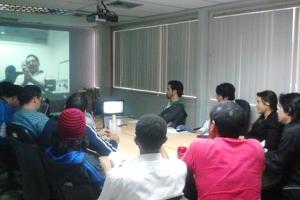 El equipo de Canaima GNU/Linux reunido por conferencia con los responsables de Huayra.