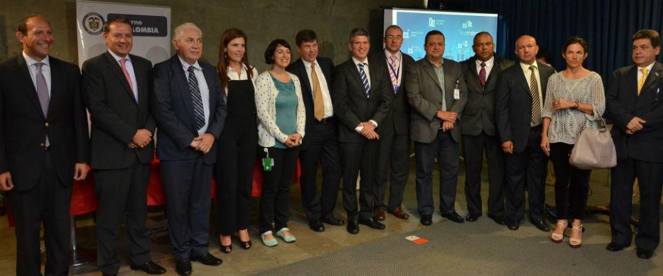 Asistentes a la firma del Pacto por el Teletrabajo en Medellín.