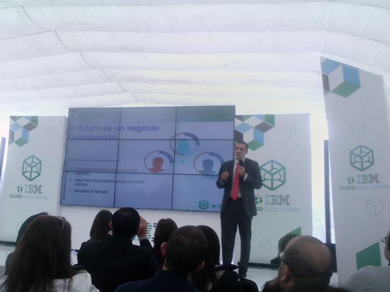Juan Carlos Hincapié durante la presentación del nuevo data center de IBM en las afueras de Bogotá.