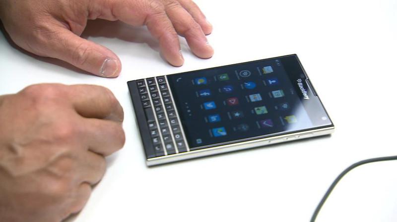 La BlackBerry Passport cuenta con una pantalla cuadrada.