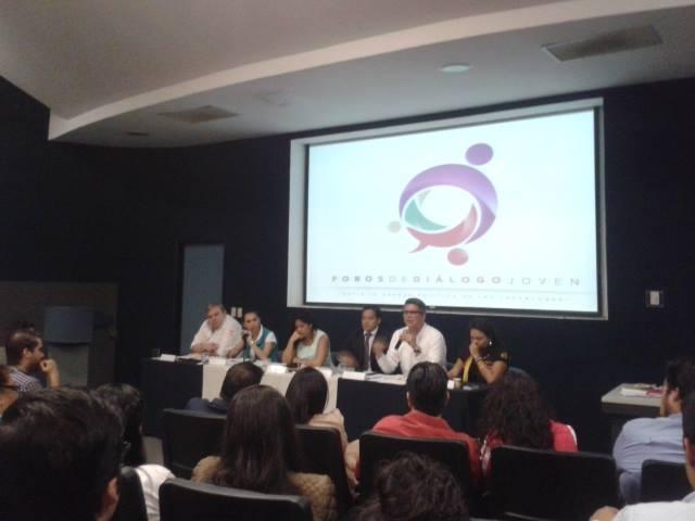 """Foros de Diálogo Joven, """"Hacia la agenda política de las juventudes"""", que tuvo lugar en un centro universitario de la Universidad de Guadalajara."""