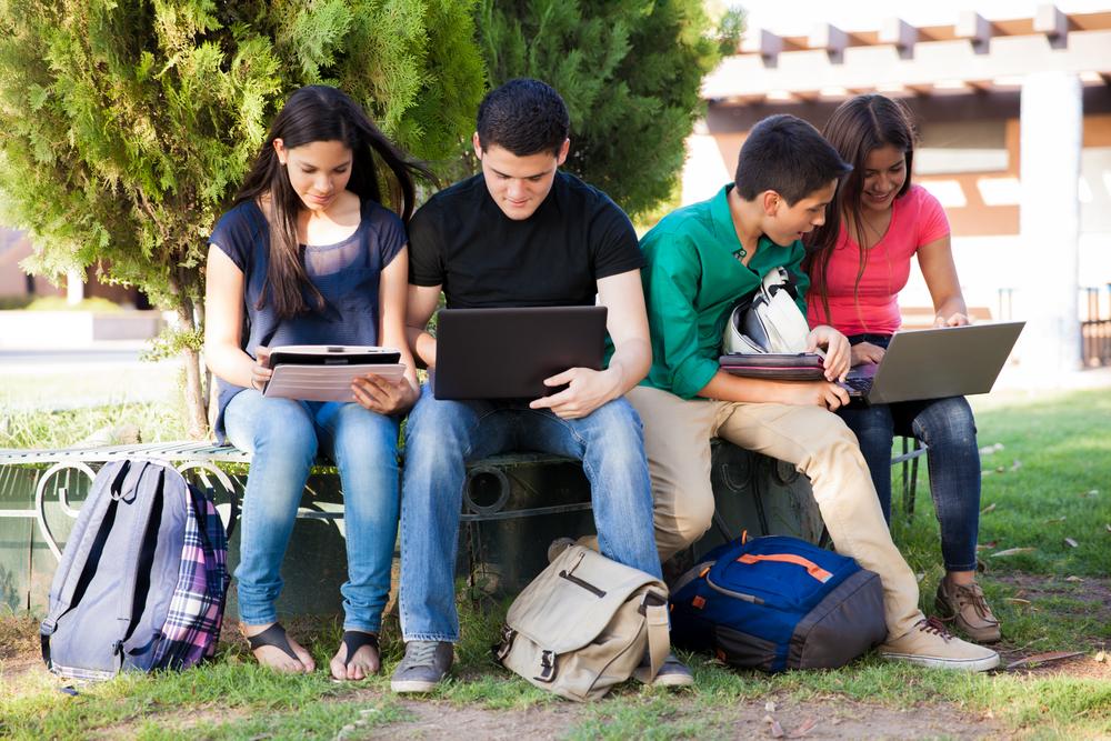 jovenes informatica - shutterstock_200190812