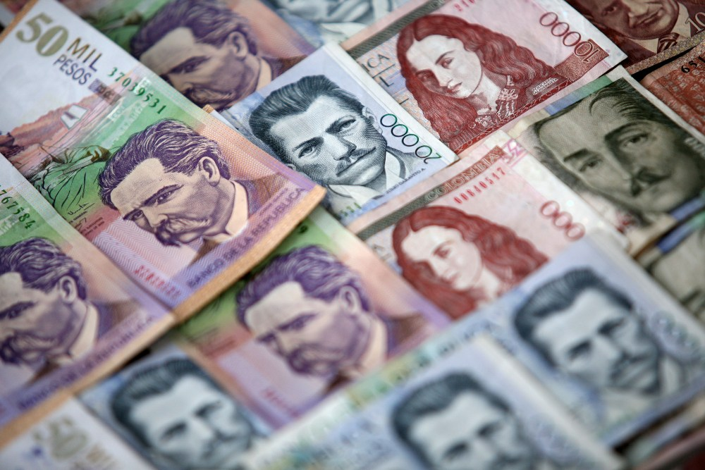 peso colombiano pesos  dinero
