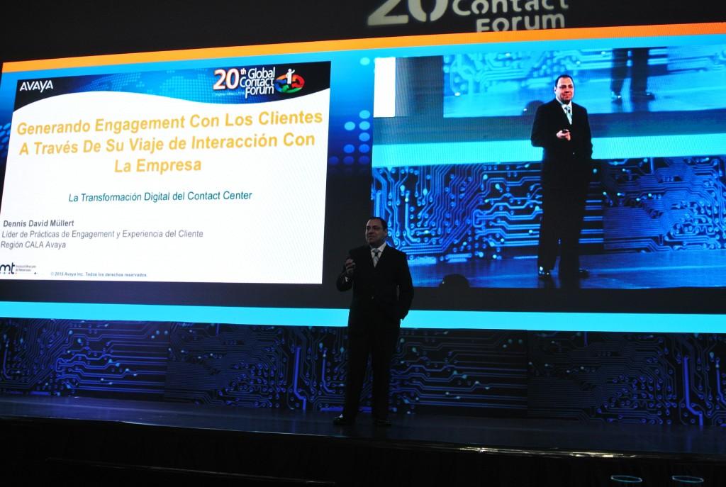 Dennis Müllert durante su ponencia en Global Contact Forum