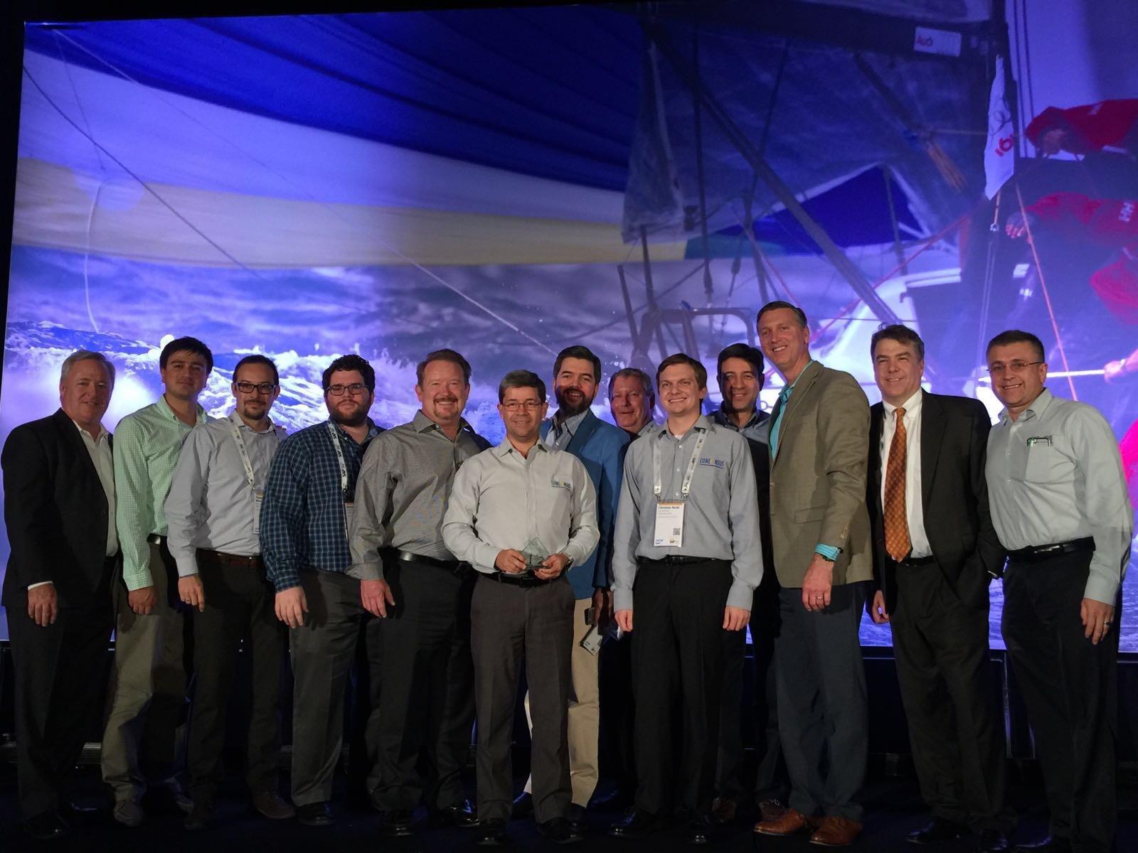 Miembros de Consensus recogiendo el premio de SAP