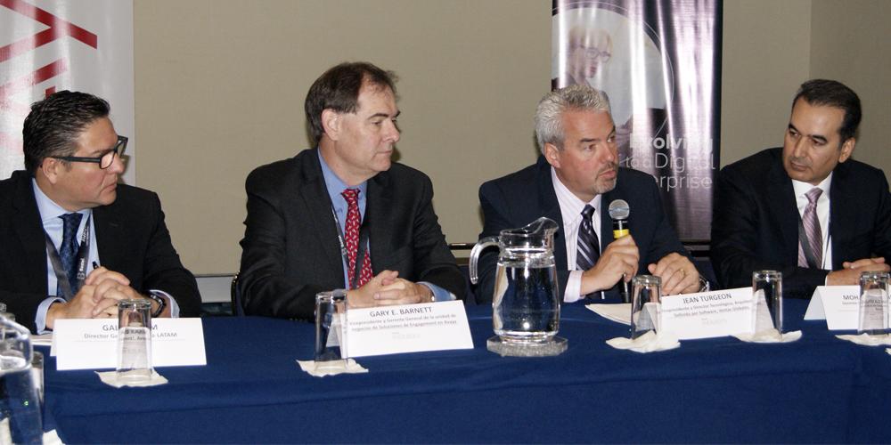 Galib Karim, Gary Barnett, Jean Turgeo y Mohammad Nezarati, directivos de Avaya