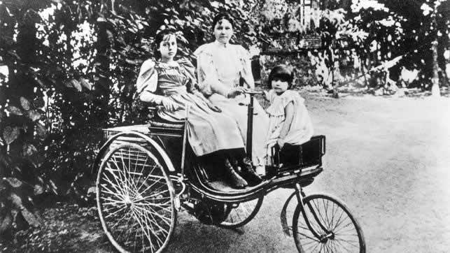 Bertha Benz fue la primera mujer en recorrer una larga distancia en un automóvil con motor de gasolina y lo hizo sin el consentimiento de su marido.
