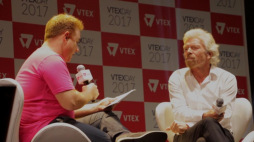 Mariano Gomide de Faria y Richard Branson en el VTEX Day