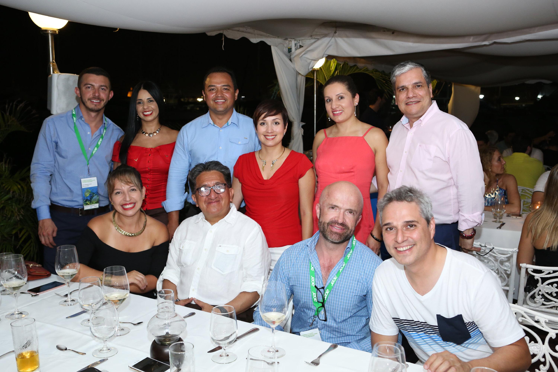Directivos de Acer Latinoamérica, entre los que se destacan: Angélica Dávila, gerente de mercadeo Latinoamérica y Silvio García, gerente de retail en Colombia.