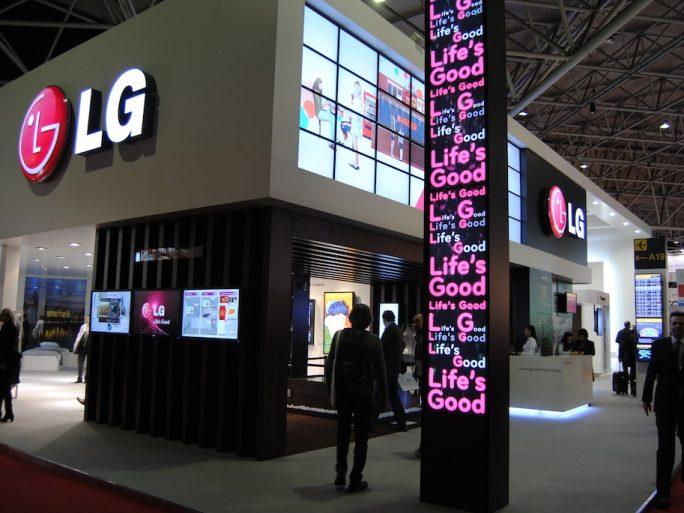LG comienza a vender uno de sus teléfonos sin cargador